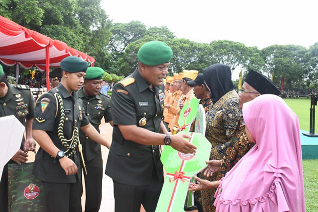 Tali Asih Kepada Para Veteran di Hari Juang Kartika TNI AD
