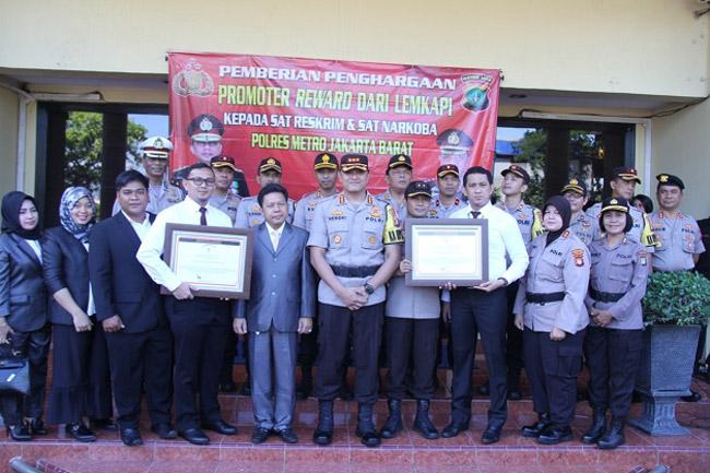 Lemkapi Berikan Promoter Reward Kepada Polres Metro Jakarta Barat